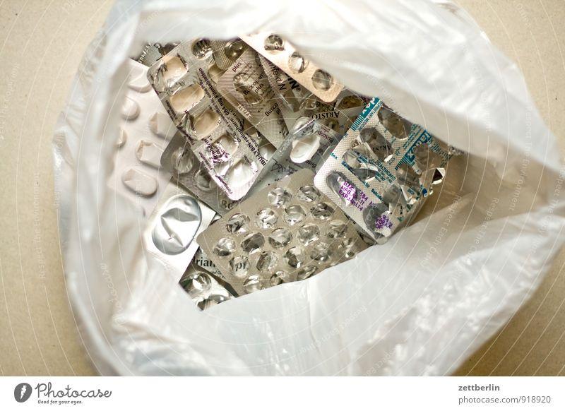 Hauptsache gesund Medikament Krankheit Gesundheit Gesundheitswesen Blister Tüte Plastiktüte Verpackung Apotheke Tablette Dragees Müll Kunststoff Arzt rezept