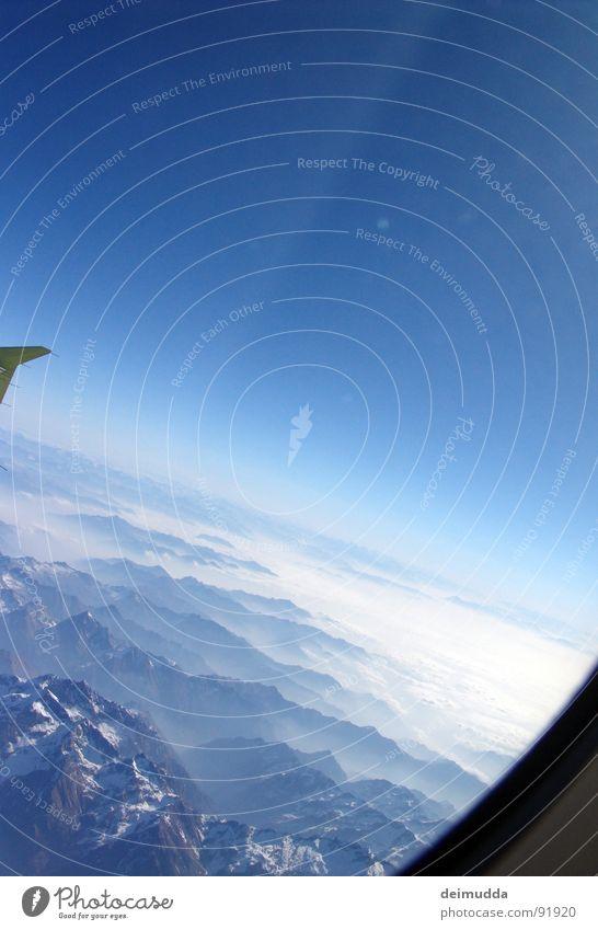 ._. Wolken Flugzeug Fenster tief Gletscher Horizont Meer Luftverkehr Himmel Flügel oben hoch blau Sonne Berge u. Gebirge Schnee Spitze