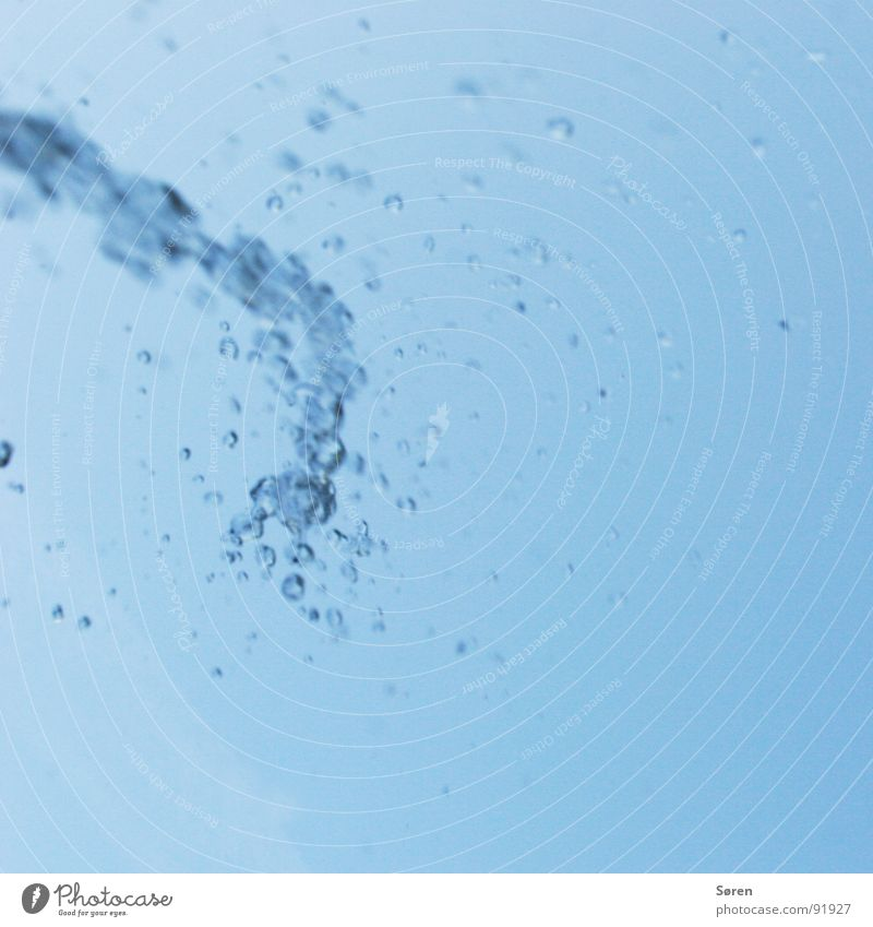 REFRESH feucht Wassertropfen Mineralwasser Erfrischung Kühlung Regen Sturzbach Recycling Erholung Wellness Brunnen Springbrunnen Wasserfontäne erfrischen