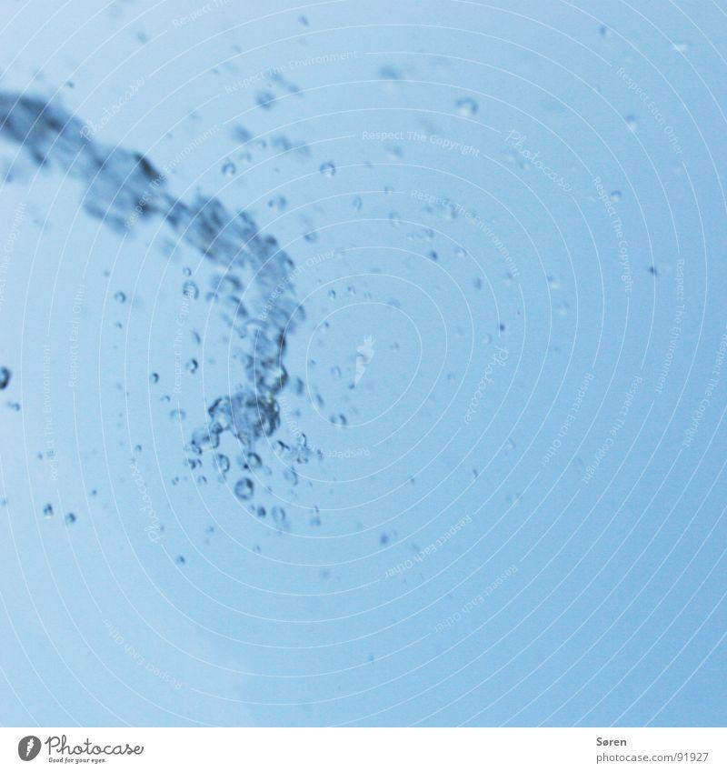 REFRESH Wasser Erholung Regen Wassertropfen Wellness Brunnen feucht spritzen Erfrischung Recycling Kühlung Mineralwasser Springbrunnen Wasserfontäne Sturzbach