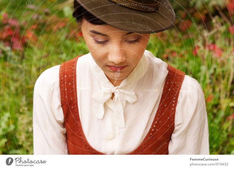 Fräulein_04 feminin Junge Frau Jugendliche Erwachsene 1 Mensch 18-30 Jahre Natur schön Schüchternheit Zwanziger Jahre Kleid Leder Hut zart elegant Park Garten