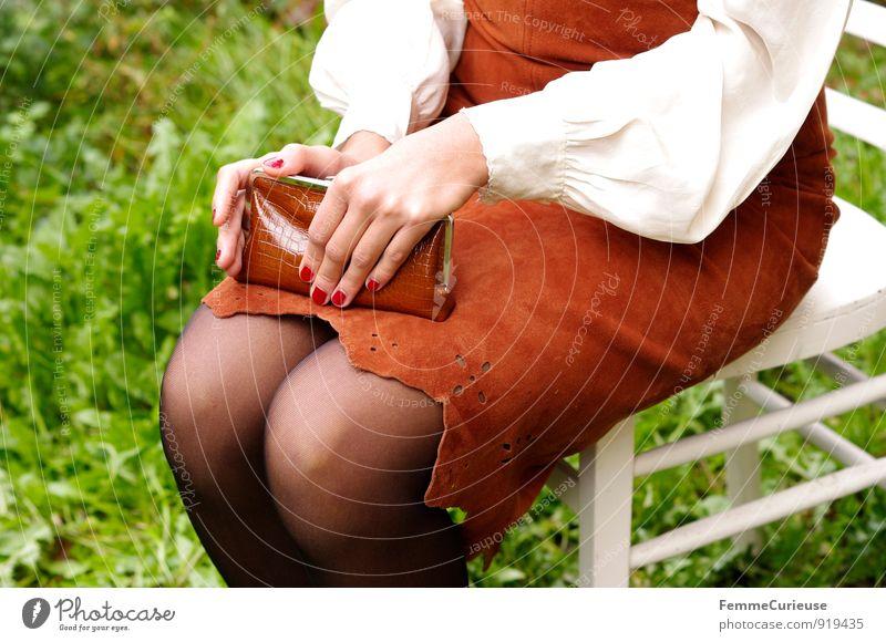 Fräulein_05 feminin Junge Frau Jugendliche Erwachsene 1 Mensch 18-30 Jahre Hand Knie Beine Strumpfhose verführerisch Kleid Leder Bluse beige braun Portemonnaie