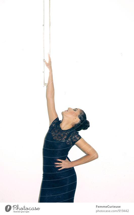 Diva_02 Mensch Frau Jugendliche schön Junge Frau 18-30 Jahre schwarz Erwachsene feminin Stil Lampe Mode elegant modern Körperhaltung dünn