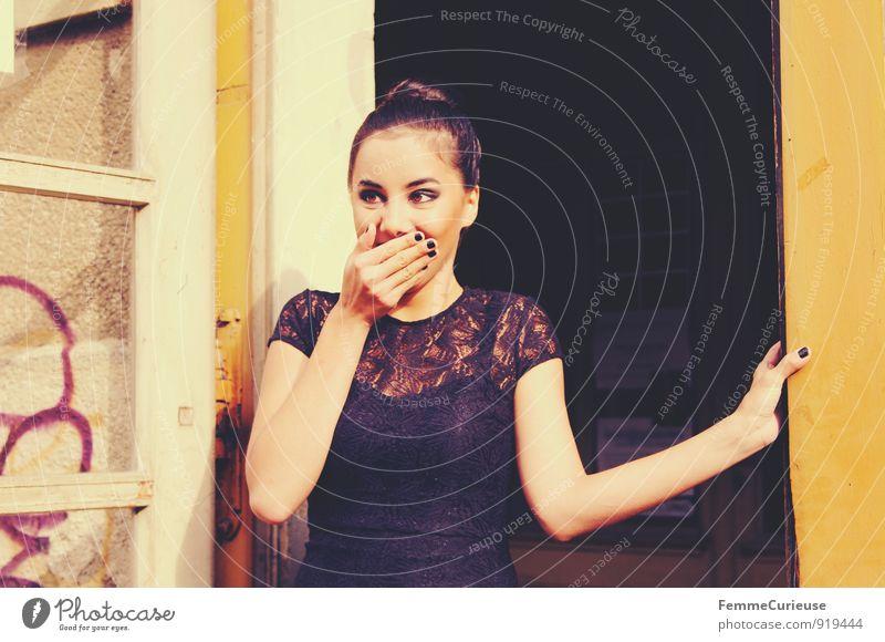 Diva_05 Mensch Frau Jugendliche Stadt Junge Frau Hand Freude 18-30 Jahre schwarz Erwachsene feminin Stil Glück Lifestyle Stadtleben elegant
