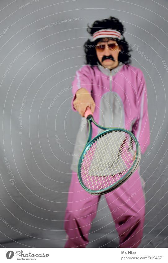 Ion Tiriac Mensch Sport Mode rosa maskulin Freizeit & Hobby Fitness Coolness Locken Sport-Training Sonnenbrille Rahmen schwarzhaarig Griff schick