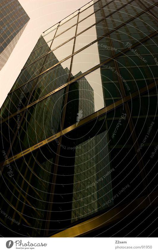 im toten winkel Stadt Haus Stil Fenster Gebäude Glas Hochhaus modern Macht Ecke einfach Fensterscheibe graphisch sehr wenige Gesprächspartner