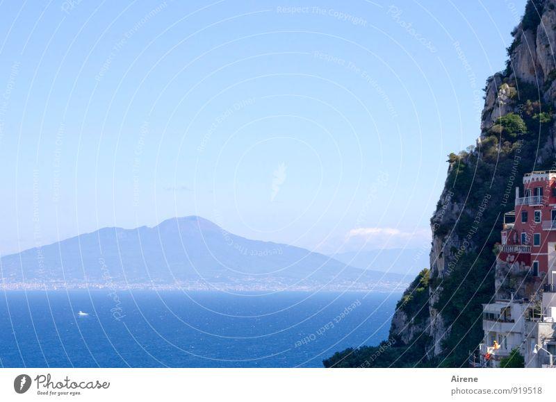 Kuschelecke Himmel Ferien & Urlaub & Reisen blau Wasser Sommer Meer Landschaft Haus Berge u. Gebirge Küste Felsen Idylle Schönes Wetter Schutz Italien malerisch