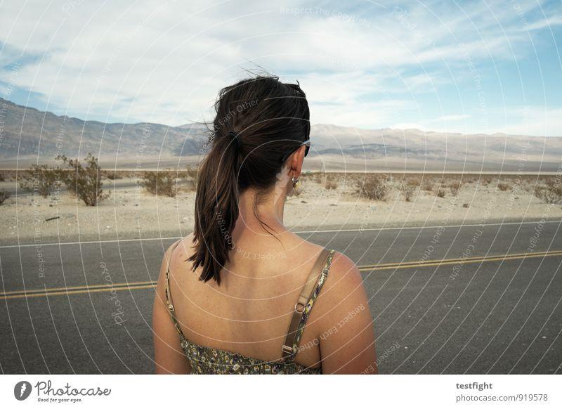 gucken Mensch feminin Junge Frau Jugendliche Leben Körper Haut Kopf Haare & Frisuren Rücken Arme 1 30-45 Jahre Erwachsene Umwelt Natur Landschaft Pflanze Erde