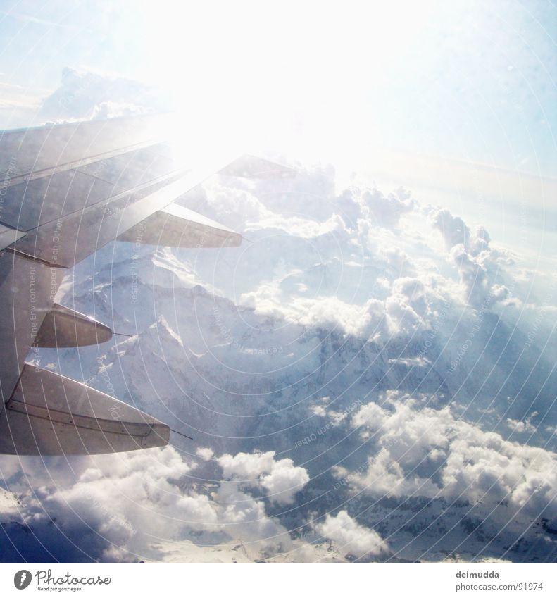 über den Wolken... Flugzeug Gletscher Vulkankrater Abdeckung Fenster Luftverkehr Himmel Sonne Flügel Berge u. Gebirge Eis blau hoch oben boing Stahlen Schnee