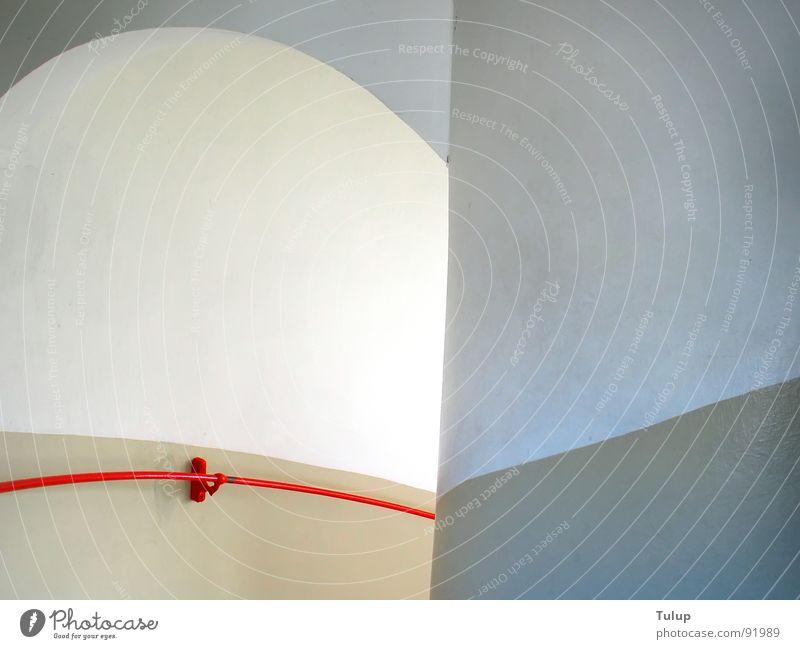 Abwärts Treppenhaus Leuchtturm rot ruhig Detailaufnahme Geländer abwärts Bogen Treppenhausgeländer