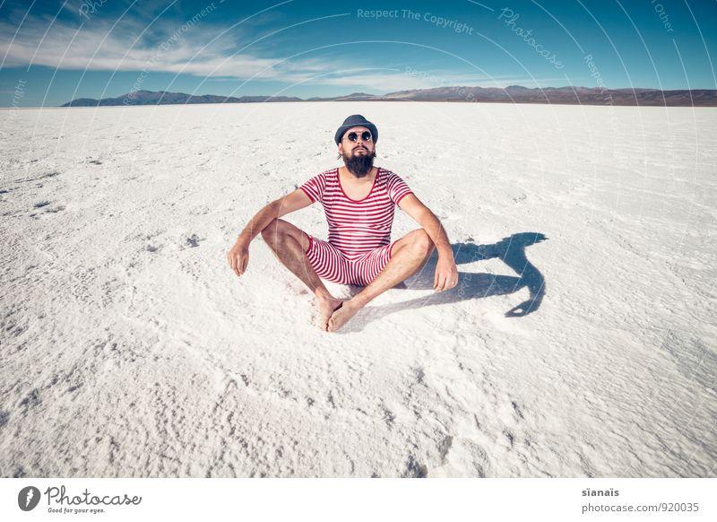 Übung Nr. 1 Mensch Ferien & Urlaub & Reisen Mann weiß rot Berge u. Gebirge Erwachsene Lifestyle maskulin sitzen Wüste Meditation Hut Bart Surrealismus