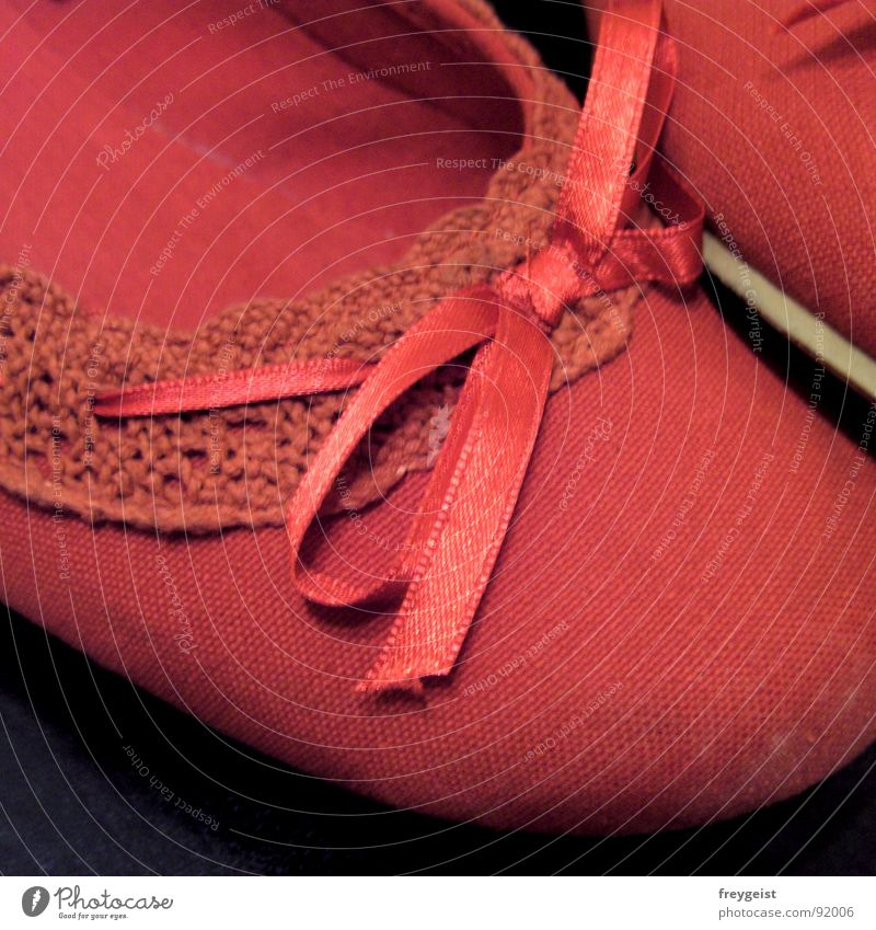 Put on your Red Shoes... rot schwarz Stil Mode Schuhe modern Bekleidung Damenschuhe Ballerina Schlappen