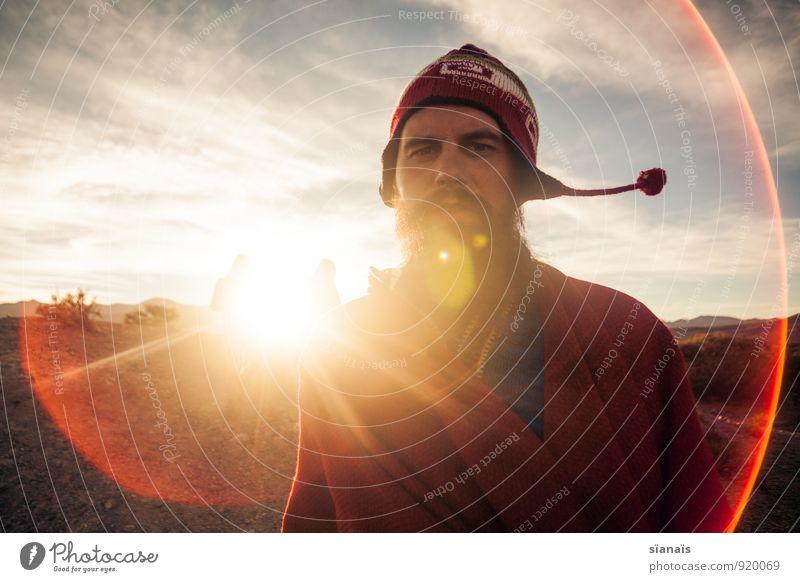 Bommel Man Mensch Ferien & Urlaub & Reisen Mann Sonne rot Ferne Erwachsene Freiheit maskulin Lifestyle Tourismus Wind Abenteuer Hoffnung Mütze Mut