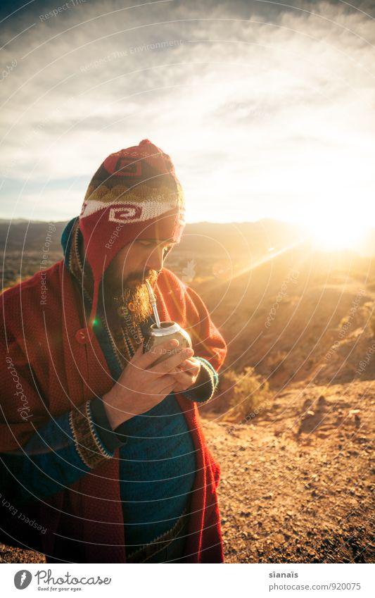 Mate, mate! Mensch Ferien & Urlaub & Reisen Mann rot Sonne Ferne Lifestyle Erwachsene Tourismus Freiheit maskulin Abenteuer genießen Pause Kaffee Mütze