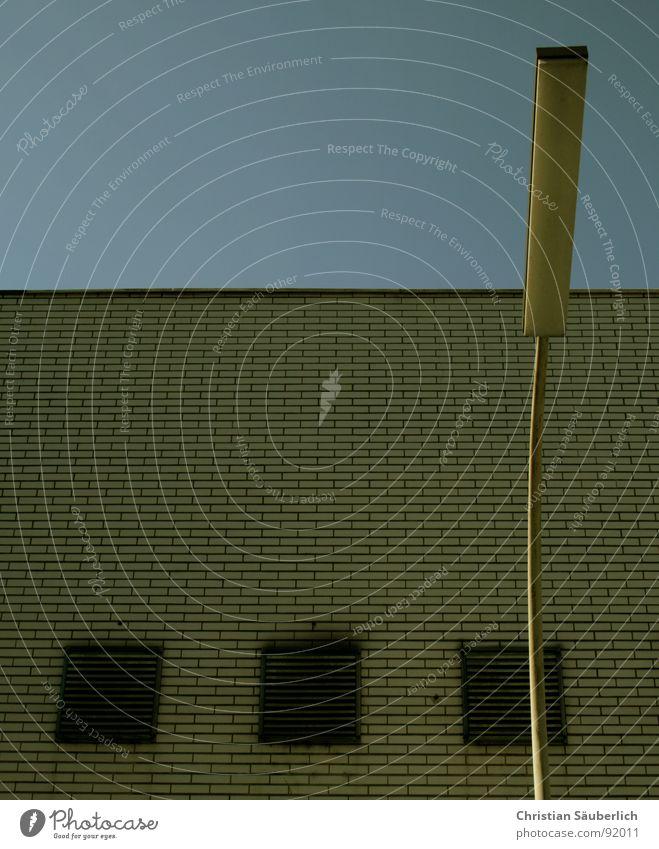 1 DURCH 3 Himmel blau Haus Lampe Wand Fenster Mauer Gebäude Architektur Backstein Laterne fließen Fuge Lüftung Lüftungsschacht