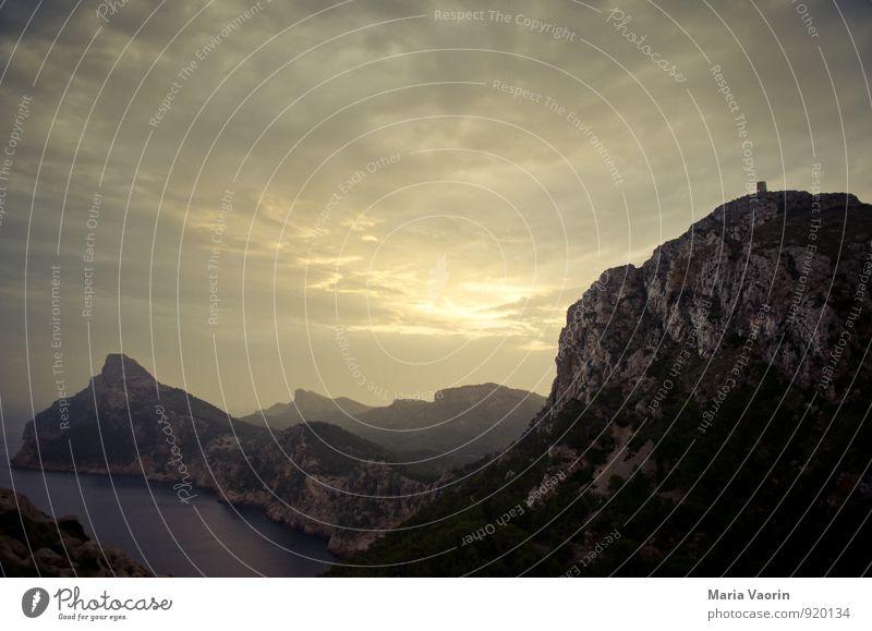 Cap Formentor Natur Landschaft Luft Wasser Himmel Wolken Horizont Sonnenaufgang Sonnenuntergang Herbst Hügel Felsen Berge u. Gebirge Küste Meer Insel