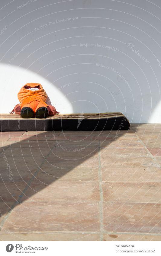 Kurzes Päuschen genehmigt Farbe Erholung Einsamkeit ruhig Traurigkeit Spielen klein orange Zufriedenheit Kindheit Perspektive ästhetisch niedlich schlafen