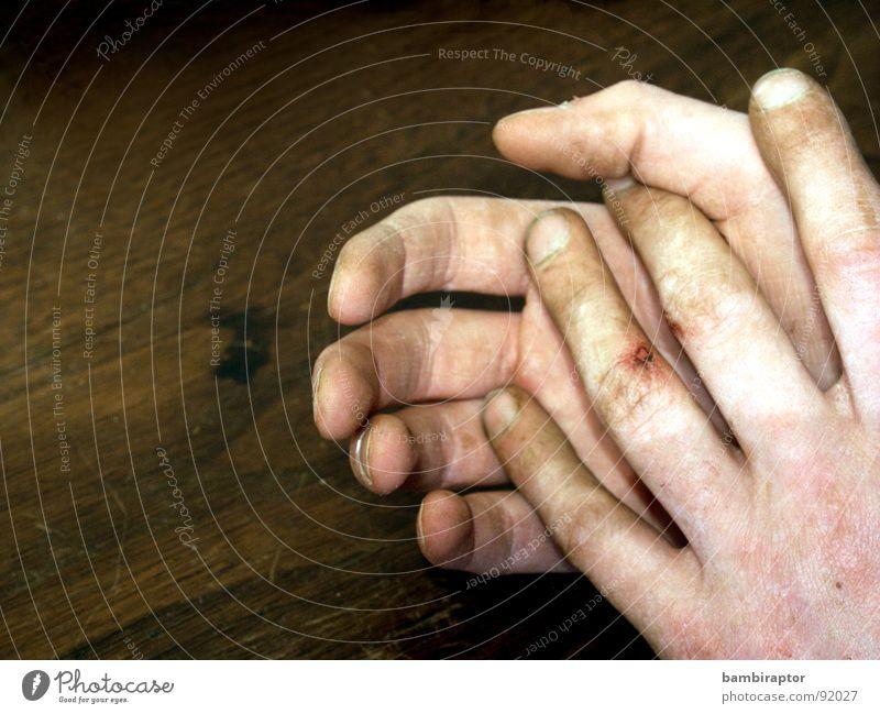 hold my hand Hand Einsamkeit kalt Arbeit & Erwerbstätigkeit dreckig Finger Schmerz Blut Wunde hilflos