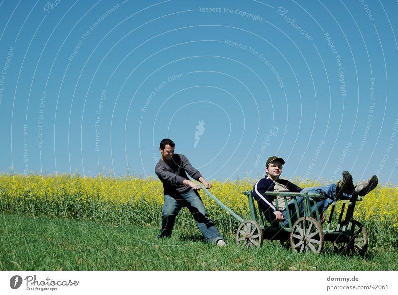 bollerwagen II Himmel Mann alt blau grün Sommer Blume Freude Auge Erholung gelb Spielen Berge u. Gebirge oben Wärme Gras