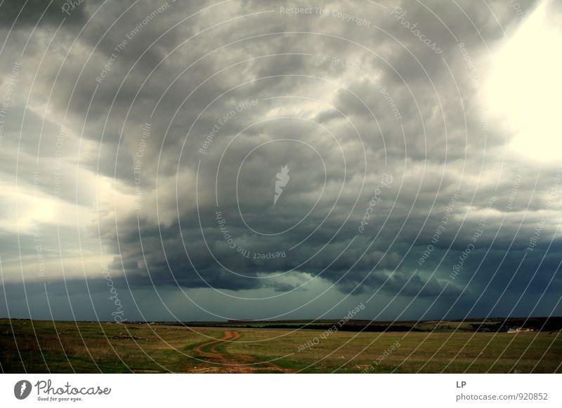 vorbei Landschaft Himmel Wolken Gewitterwolken Wetter schlechtes Wetter Unwetter Stadtrand groß Unendlichkeit hoch kalt grau Gefühle Angst Horizont Erde