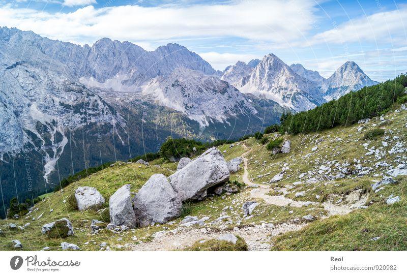 Wanderweg wandern Umwelt Natur Landschaft Urelemente Erde Himmel Wolken Sommer Herbst Schönes Wetter Gras Sträucher Nadelwald Alpen Berge u. Gebirge Zugspitze