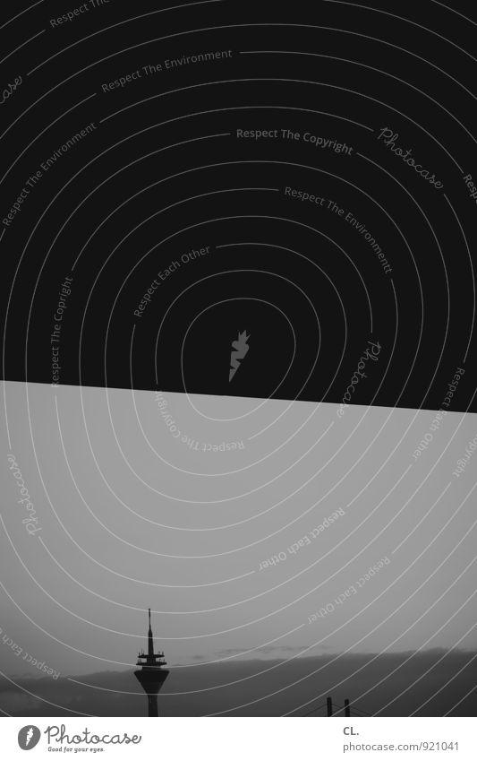 heimat statt hype Himmel Düsseldorf Stadt Brücke Sehenswürdigkeit Rheinturm Fernsehturm trist Schwarzweißfoto Außenaufnahme Menschenleer Textfreiraum oben