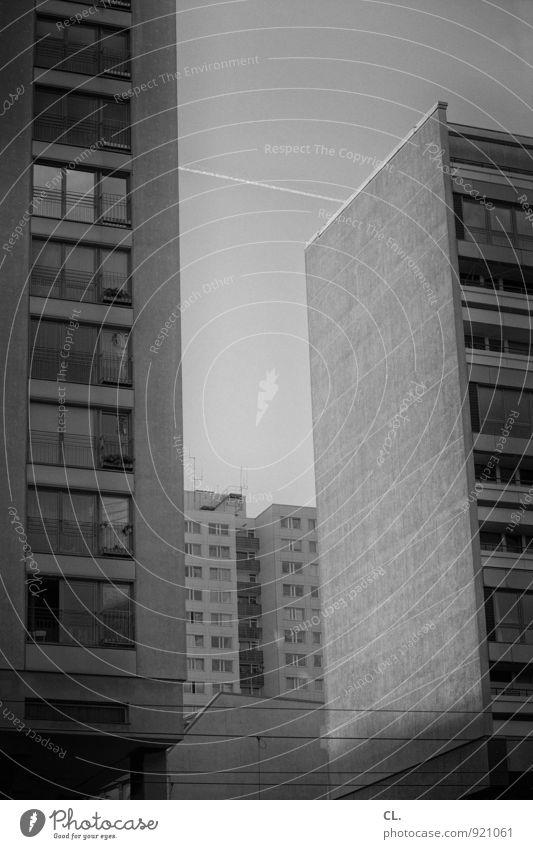 die stadt die es nicht gibt Himmel Stadt Stadtzentrum Haus Hochhaus Gebäude Architektur Mauer Wand Fassade Fenster Luftverkehr Häusliches Leben eckig anonym