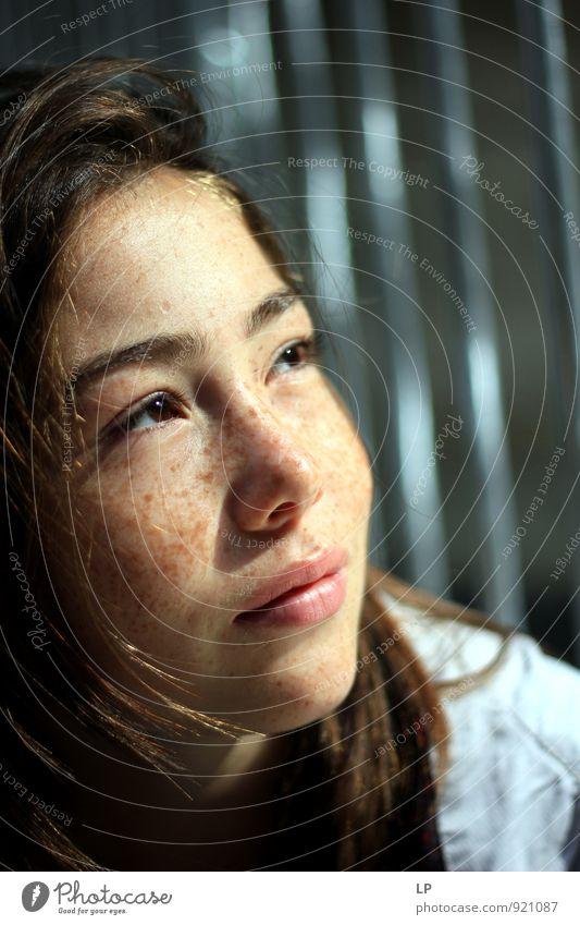 Mensch Kind Jugendliche schön Junge Frau ruhig Mädchen 18-30 Jahre Erwachsene Gesicht Auge feminin grau Haare & Frisuren Kopf leuchten