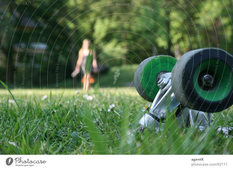 far away Mensch grün Sommer Wiese Skateboarding Rolle Achse