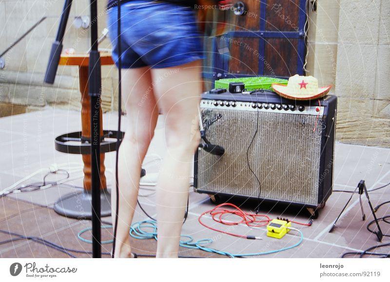 Werderplatz Freude Beine Musik Kunst Kabel Kultur Konzert Hut Gitarre Lautsprecher Mikrofon Teppich Klang Cowboy Musikinstrument Pedal