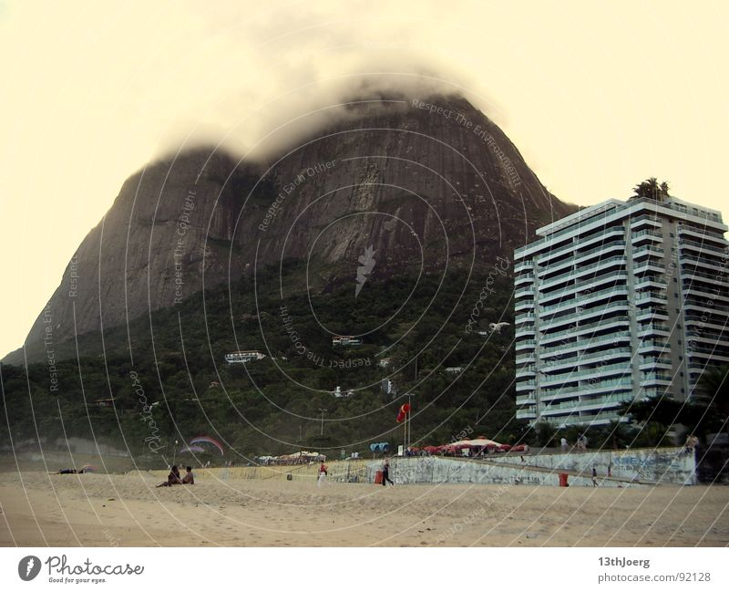 Bergschattenhotel Brasilien Südamerika Rio de Janeiro Strand Sommer Nebel Hotel Plattenbau Mensch Ferien & Urlaub & Reisen bedrohlich ruhig Naturgewalt