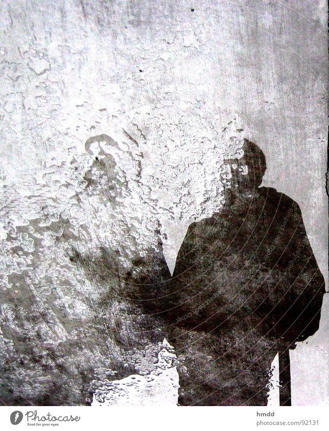 can you see? Mensch dunkel Reflexion & Spiegelung Trauer Wasser Verzweiflung Pfütze Spiegelbild unklar verwaschen Wasseroberfläche ungenau