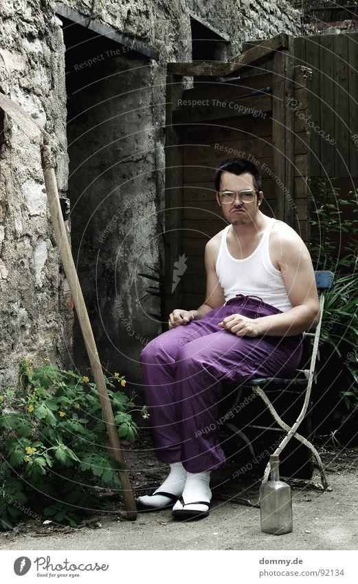 Ich wäre so gern ein Spießer Asozialer unsozial Spirituosen Unterhemd Neunziger Jahre Brille Bart hässlich Porträt Flipflops Trainingshose Proletarier dumm