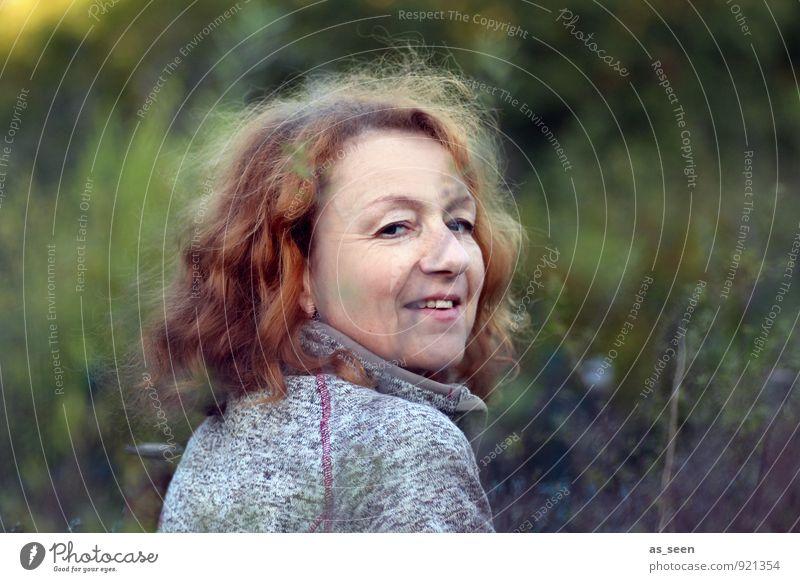 Natürlichkeit Mensch Frau Natur Pflanze grün Umwelt Erwachsene Auge Leben Herbst feminin natürlich Freiheit Garten braun Zufriedenheit