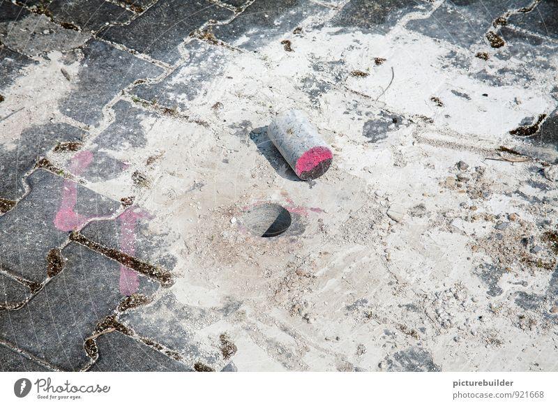 Das Loch im Boden Hausbau Renovieren Handwerker Baustelle Umwelt Platz Beton Arbeit & Erwerbstätigkeit Tatkraft anstrengen Kreativität Mittelpunkt Präzision