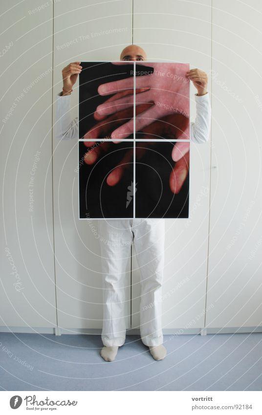 ausschnitt Hand Schrank Mann Glatze Kunst aufreizend Raum Kunsthandwerk ich Mensch Bild zeigen Bodenbelag Beine