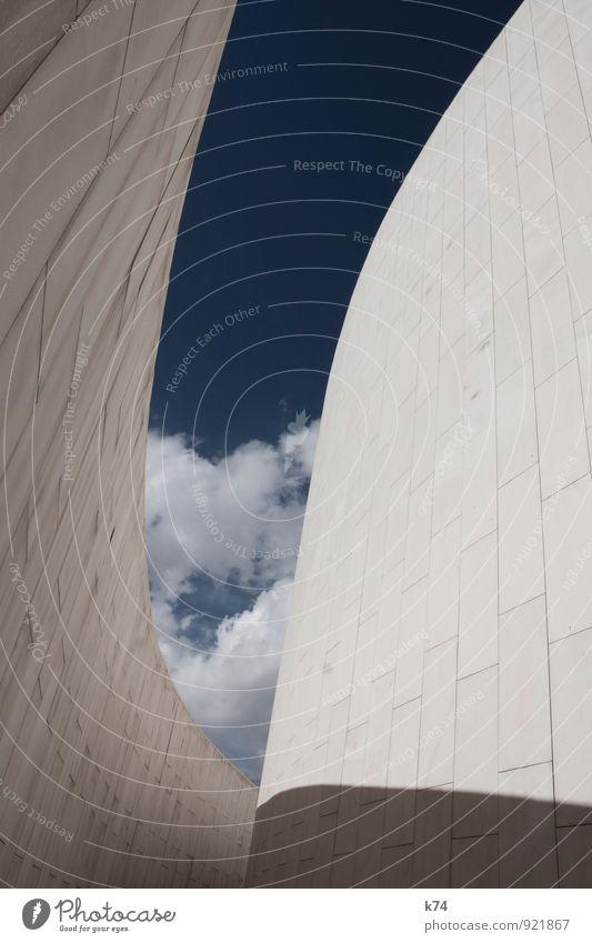 GEOCITY SERIES - CURVES Himmel Wolken Stadt Stadtzentrum Menschenleer Bauwerk Architektur Mauer Wand Stein ästhetisch groß schön blau kalt seriös Zukunft