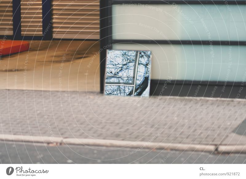 spiegel Stadt Baum Straße Wege & Pfade trist Verkehr Bürgersteig Spiegel Verkehrswege Alltagsfotografie Straßenverkehr Parkhaus Einfahrt