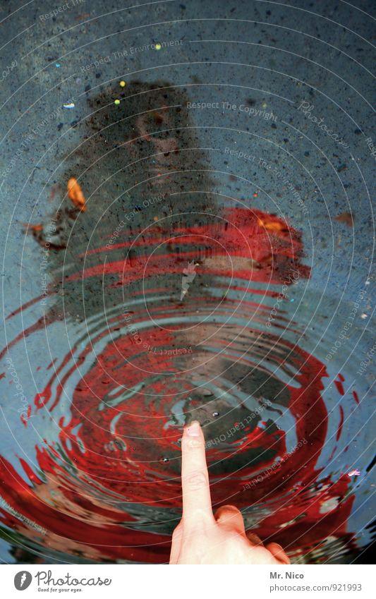 irgendwas bleibt feminin Finger 1 Mensch Wasser berühren nass Pfütze Spiegelbild See Bach träumen Traurigkeit Stimmung Umwelt rot zeigen Urelemente Klima
