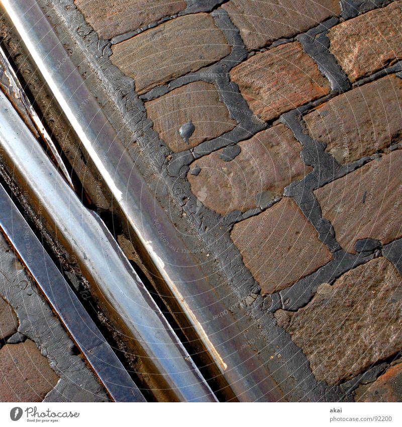 Freiburger Perspektiven 2 blau Stein Verkehr Perspektive Baustelle Gleise Stahl Verkehrswege Kopfsteinpflaster Eisen Pflastersteine Teer Straßenbahn Altstadt himmelblau Weiche