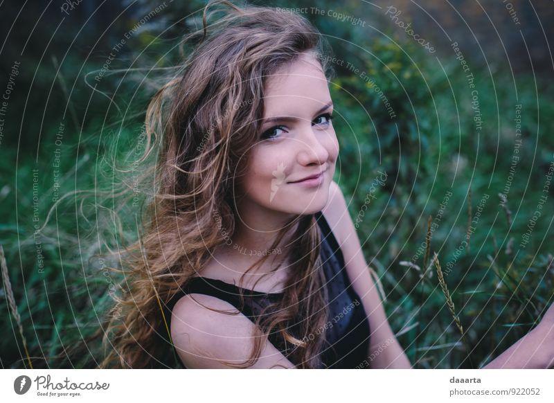 siikaa elegant Freude Freizeit & Hobby Spielen feminin Junge Frau Jugendliche Umwelt Natur Landschaft Gras Park Feld Wald Lächeln einfach Erfolg Freundlichkeit