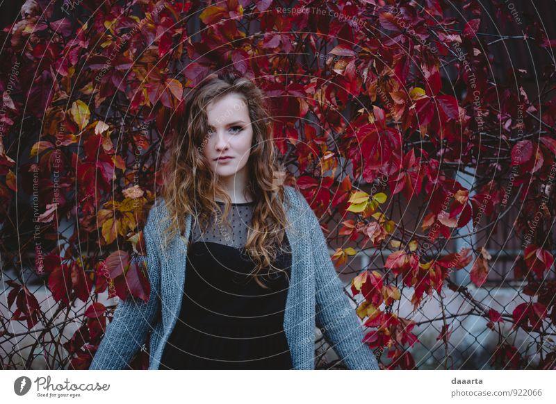 Herbst Lifestyle elegant Stil Freude Freizeit & Hobby feminin Junge Frau Jugendliche Lächeln Erfolg frech frei Freundlichkeit Fröhlichkeit Gesundheit heiß