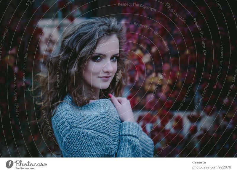 Jugendliche Junge Frau Freude Wärme feminin Stil Spielen außergewöhnlich Stimmung Freizeit & Hobby Lifestyle wild elegant authentisch frisch verrückt