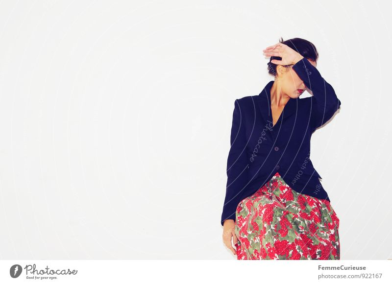 Diva_06 Lifestyle Reichtum elegant Stil feminin Junge Frau Jugendliche Erwachsene 1 Mensch 18-30 Jahre Irritation Wandel & Veränderung Wegsehen ignorieren