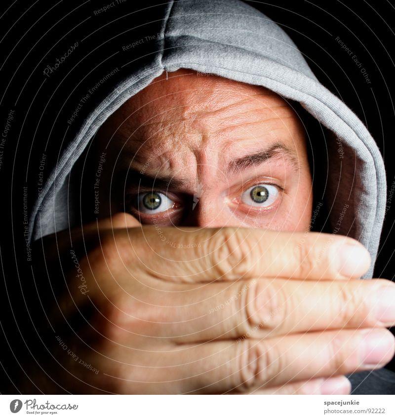 Big hand Porträt Mann Freak Hand groß skurril verrückt Humor Pullover ernst Versteck Freude Blick lustig Auge Kapuze verstecken bizarr