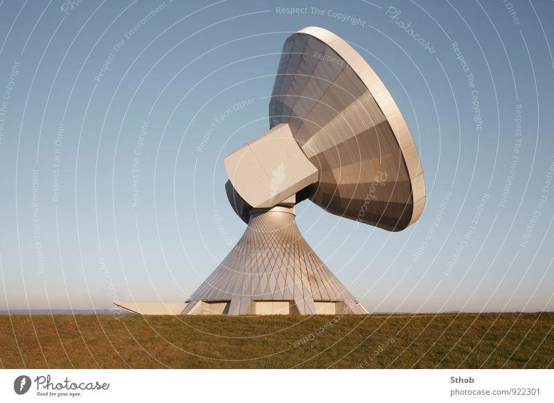 Satellit Himmel blau grün gelb Wiese Architektur Gebäude gold Luftverkehr groß bedrohlich Kommunizieren Telekommunikation Industrie Neugier geheimnisvoll