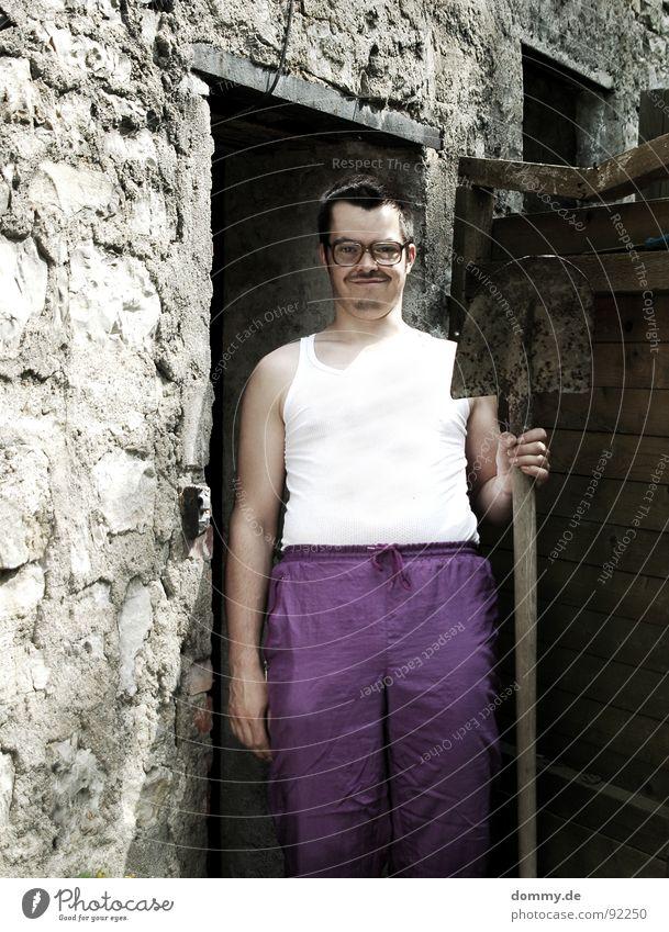 Traumberuf: Baggerfahrer Mensch Mann lustig Brille Körperhaltung Bart dumm Freak Witz hässlich nerdig Schaufel Dummkopf 30-45 Jahre Brillenträger Spießer