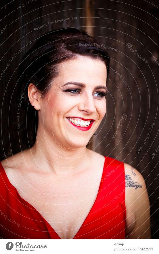 cheese Mensch Frau Jugendliche Junge Frau rot 18-30 Jahre Erwachsene Gesicht feminin Glück lachen Fröhlichkeit Coolness retro trendy brünett