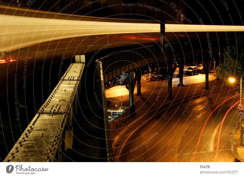 Nighttrain U-Bahn London Underground Berliner Verkehrsbetriebe Eisenbahn Eisenbahnwaggon gelb Gleise Kreuzberg Licht Stahl Nacht dunkel Asphalt Rücklicht