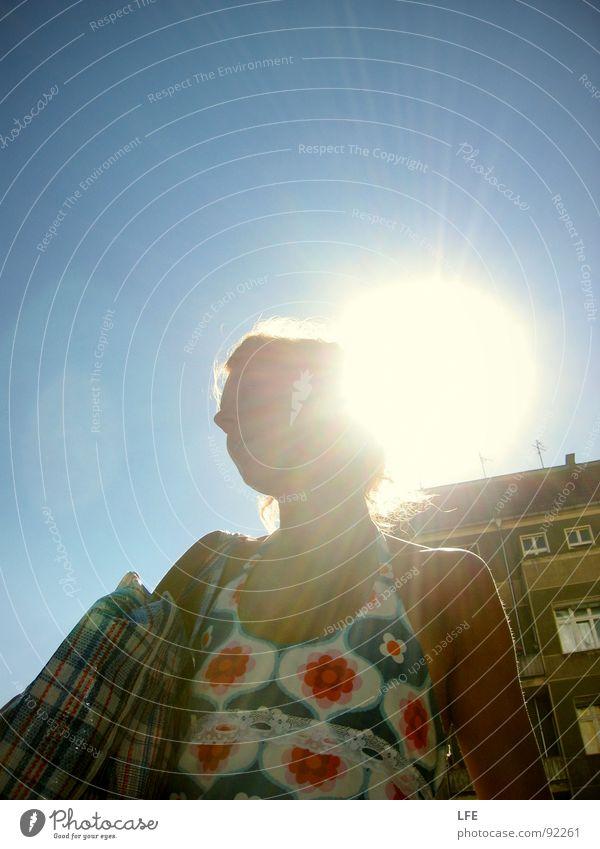 The Sun Can't Compare Frau Mensch Himmel Sonne Freude Sommer Einsamkeit frei Bekleidung Kleid genießen Tasche blenden tragen Blauer Himmel